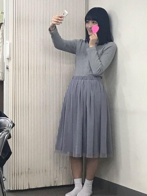 自撮りをしている織田奈那
