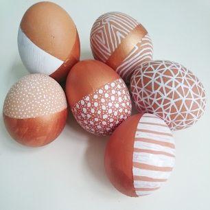 Easteregg Ostereier DIY Do it yourself Blog basteln Kupfer Copper white Easter eggs Ostern Deko Punkte dots stripes doodle
