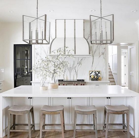 White Enamel Range Hood with Stainless Steel Straps This all white - ideen für küchenspiegel