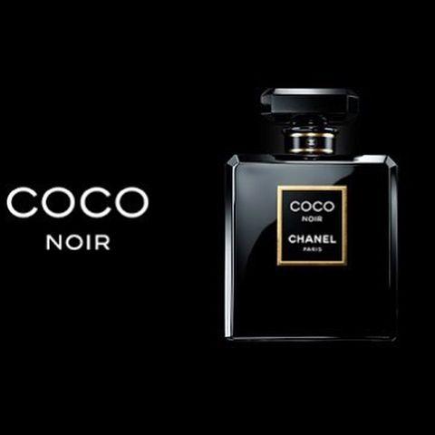 يجسد عطر كوكو نوار Coco Noir الأسود المطلق الذي يظهر الأنوثة الكامنة إنه تعبير عن جاذبي ة لا تقاوم يحملها عطر شرقي النكهة و Perfume Bottles Perfume Branding