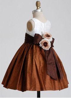 A-Line/Princess V-neck Knee-Length Taffeta Flower Girl Dress With Ruffle Sash