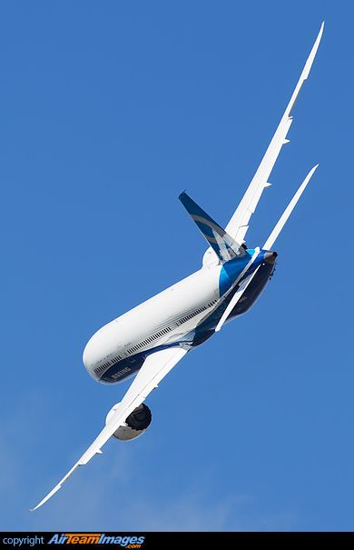Boeing 787-9 Dreamliner, this exact plane I've seen land at boeing field, its awesome