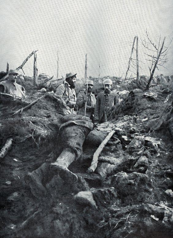 1915 Poilus With German Prisoner.