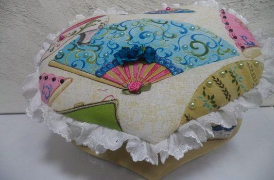 Caixa em coração forrada com tecido 27x20cm - Vadita Decor, produtos de decoração