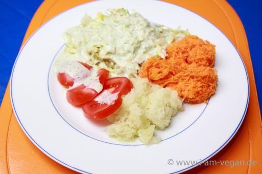 veganer Rohkost Salat mit Joghurtsoße