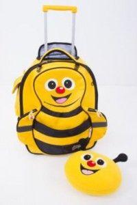 une valise pour enfants à roulette souple Abeille Cuties and Pals, avec son coussin doudou à gagner chez Je suis papa !  http://www.je-suis-papa.com/voyages-et-enfants-valises/