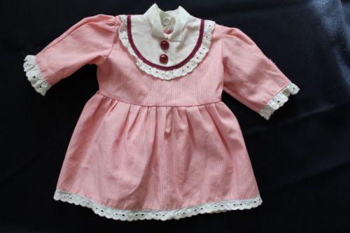 huebsches-Puppenkleid-unbespielt-Puppe-bis-ca-45cm
