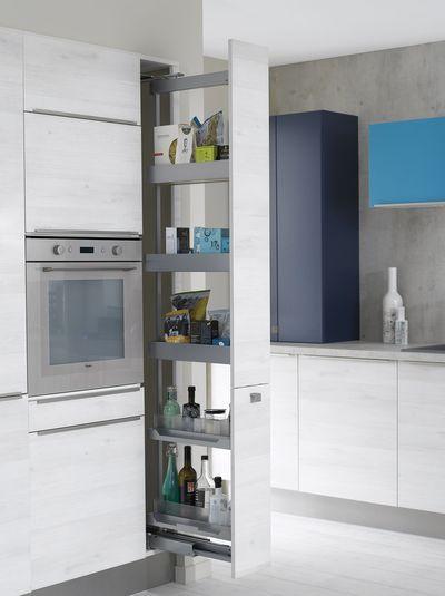 Petite cuisine 12 astuces gain de place lieux et cuisine for Rangement gain de place