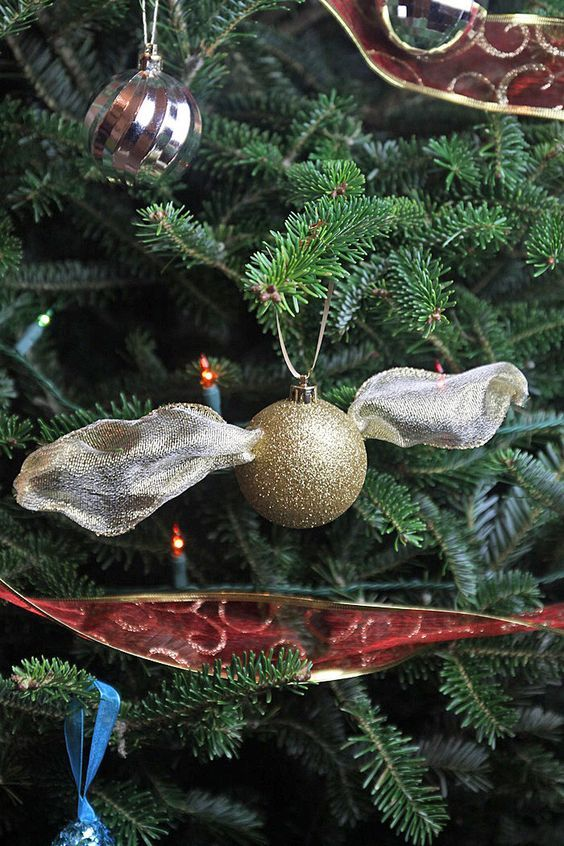 Make your own Golden Snitch Ornament - its so simple and looks great!