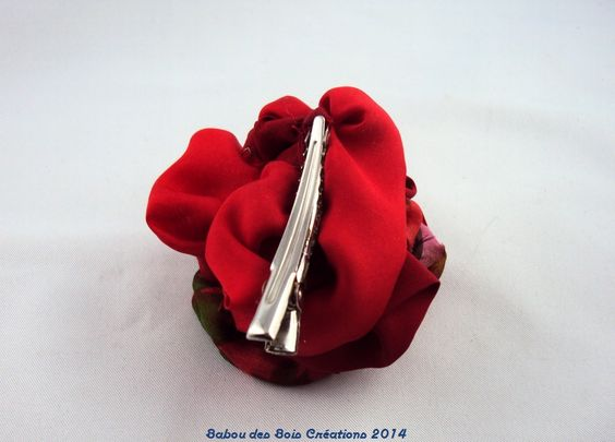 "barrette soie(s) , rose rouge , montage pince ""croco"""
