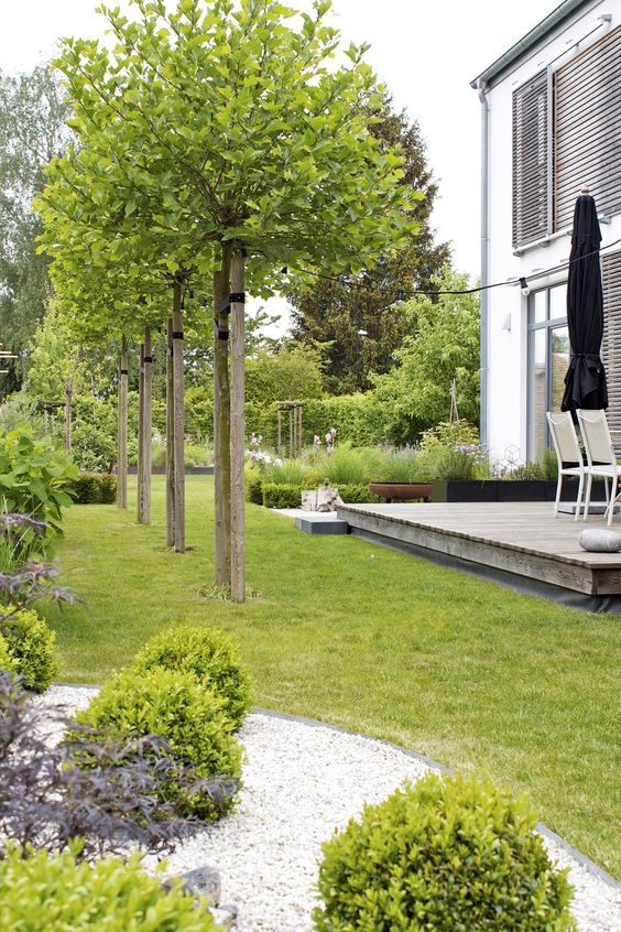 Private garden in Gräfelfing u2013 Christiane von Burkersroda - gartengestaltung hanglage pflegeleicht