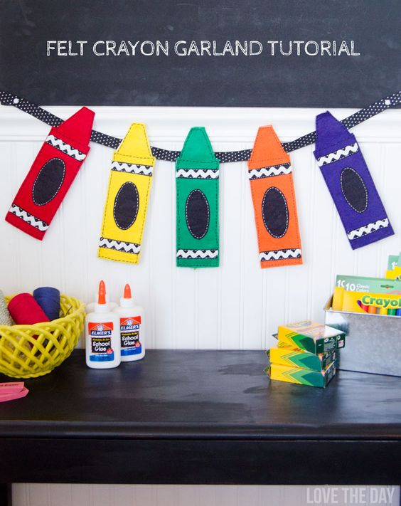 Felt crayon garland tutorial from @lovetheday. Perfect for a back-to-school bash!