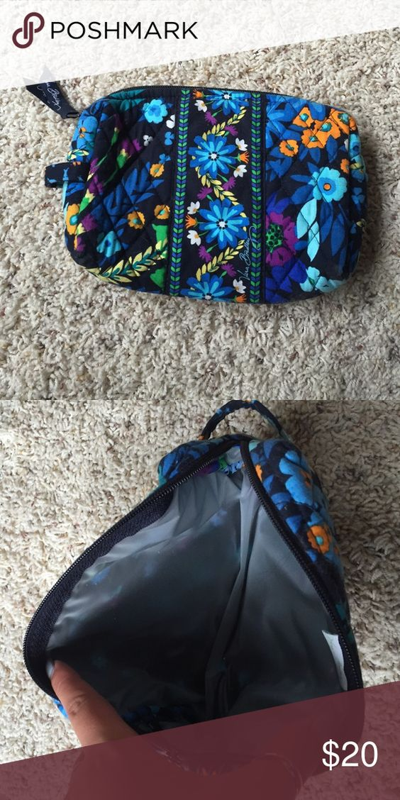 Vera bradley makeup bag EUC 7 x 5.5 size.     bundle to save!! Make an offer Vera Bradley Bags Cosmetic Bags & Cases