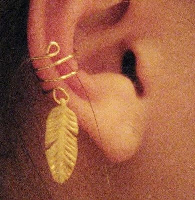 feather: Earrings Piercings, Feather Earrings, Gold Feathers, Tattoos Piercings, Ear Cuffs, Cuff Earrings, Feather Earcuff