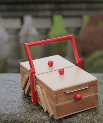 dutch sewing box: