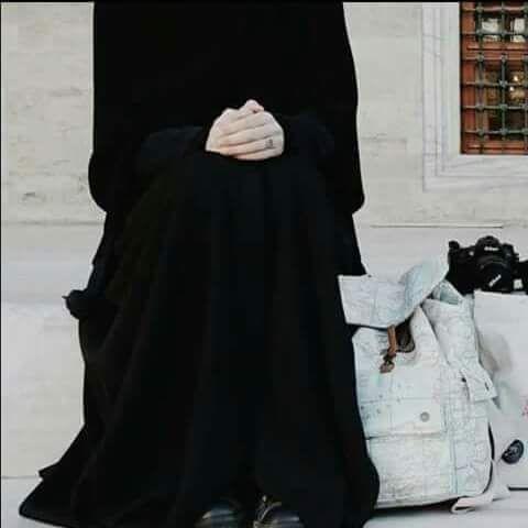هي زينة بسواد الأناقة Chador My Wallet Niqab