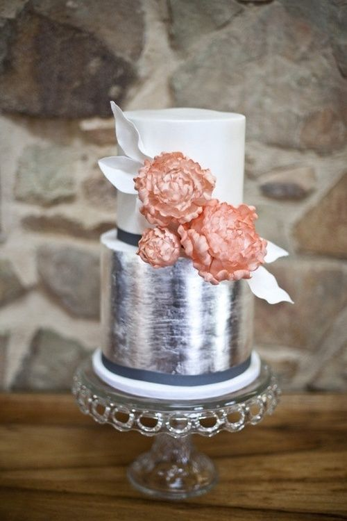 metallic wedding cake. Silver foil brushed round wedding cake. Love the bottom.
