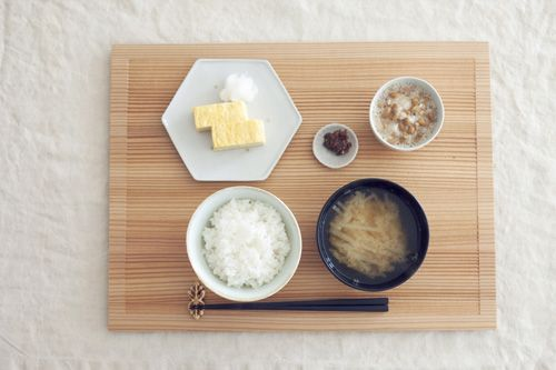 Asian Breakfast FROM: いろいろ活躍、木のトレー - 渡辺有子 ちいさなこだわり - Asahi Shimbun Digital[and]
