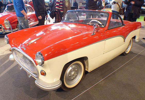 Kleinschnittger Spezial 1954 bicolor vl. Two third size car.