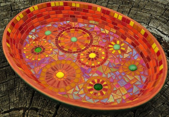 Mosaic Bowl- would love to try making one of these to brighten up the birdbath we have in our back yard & garden. The colors are so beautiful & bright! ❤️❤️❤️