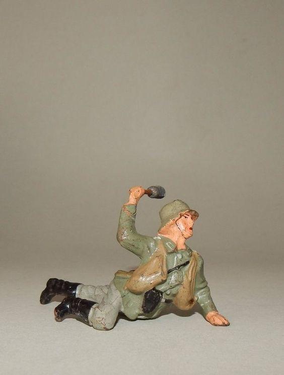 """""""Handgranatenwerfer kriechend werfend"""" von Lineol - 7,5 cm Massesoldat"""