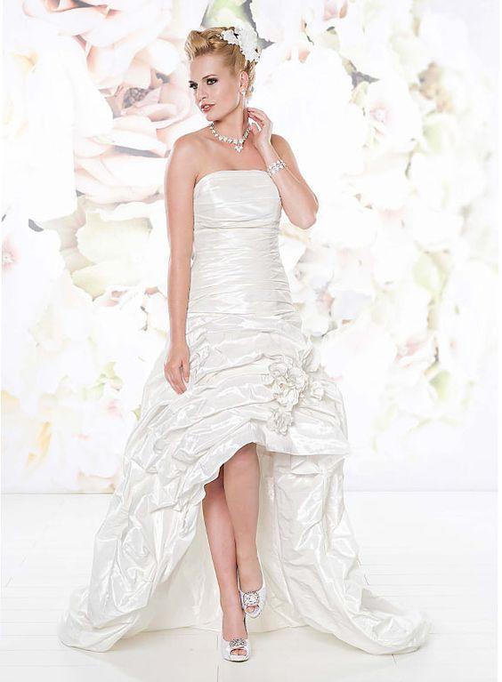 Fokuhila - Das etwas andere Brautkleid. Durch einen zusätzlichen langen Rock wird das Kleid vom braven zum Partykleid.