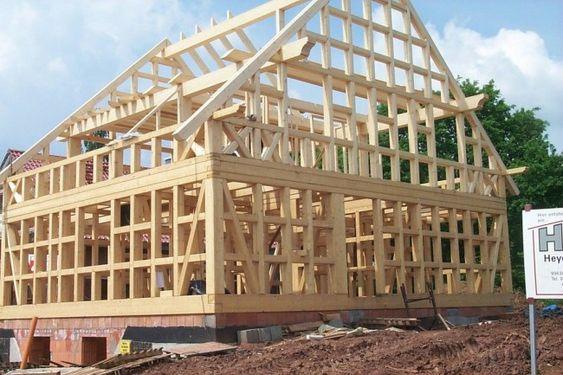Основа фахверкового дома – сложный деревянный каркас: