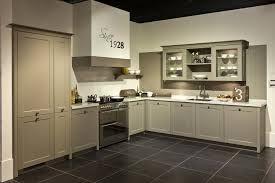 ... keukenkastjes verschillende kleuren hebben in rustige tinten, is het