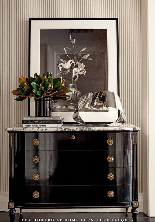 BLACK ACRYLIC PAINS GIVES A GLAM GLAM SHINE WORTHY OF ANY ROOM