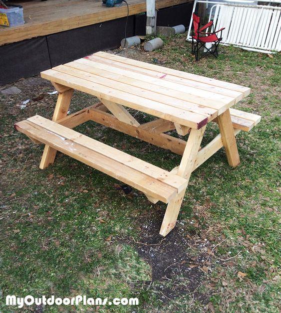 diy wood kids picnic table outdoor furniture plans pinterest kid picnics and picnic tables. Black Bedroom Furniture Sets. Home Design Ideas