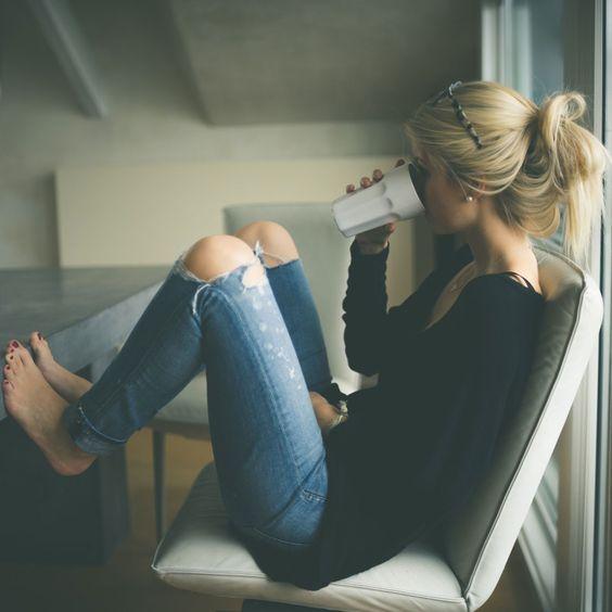 Ich genieße meinen Morgen Kaffee.
