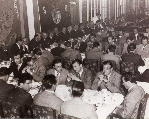 Restaurante Alvalade, noite de 3 de Maio de 1949. Jantar e momento de convívio em homenagem a Francisco Ferreira.