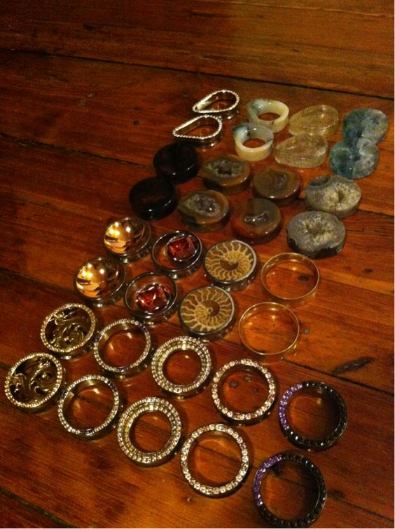 In lieu of all the talk of jewels lately. This is my main rotation of jewelry for my lobes :)
