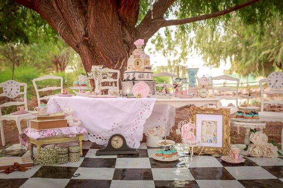 PETIT POSH EVENTS     Alice's Traveling Tea Party          PHOTOGRAPHY BY MEDA: