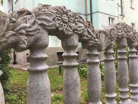 Цветы из камня как орнамент