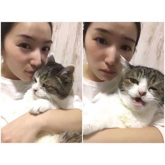 猫と一緒の徳永えり