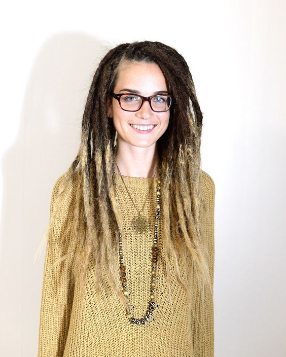 More dreadlocks in the making here! This is Linnea that I made Ombre dreadlocks for the other week. I'm realy happy with how they turned out!