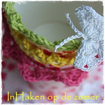 Veel vrolijke en fleurige kleuren in het nieuwe magazine Inhaken op de zomer welke 14 mei zal worden uitgegeven.