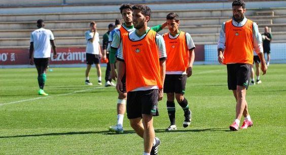 TIEMPO DE DEPORTE: El Betis volvió hoy a los entrenamientos con ausen...