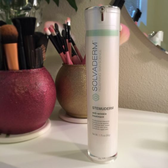 Did you know you can start anti-aging cream as early as 20! I didn't know that. I was lucky enough to receive the #Solvaderm Stemurdem Anti-#Wrinkle Treatment.