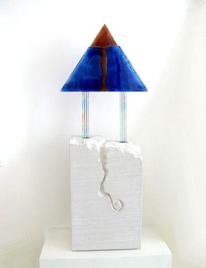 Detlef Gotzens - Transformation // Plusieurs couches de verre, peinture de poudre d'oxide, fusionné et travaillé à froid coupé et poli, inséré dans un calcai...
