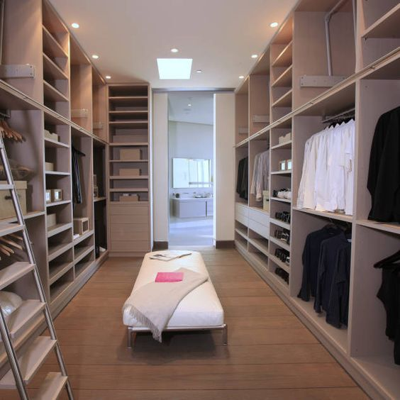 Ankleidezimmer Einrichtung Ideen Inspiration Und Bilder In 2020 Ankleide Zimmer Ankleidezimmer Ankleideraum Design