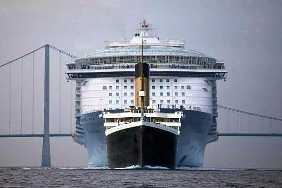 Size comparison: Titanic vs Allure of the Seas Cruise Ship. (@Fascinatingpics on Twitter)