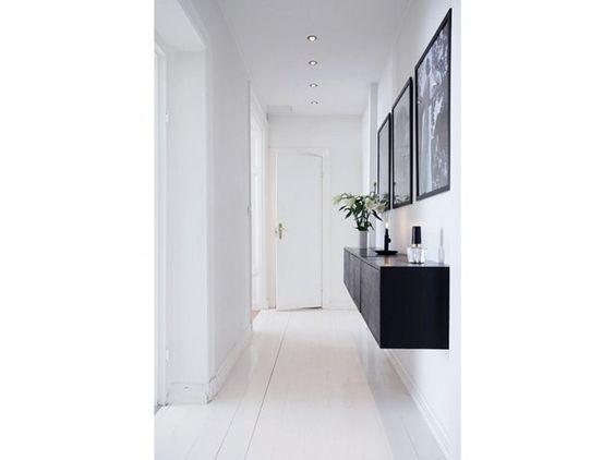 1.corridoio-idee-arredamento-pavimento-parquet-tinto-bianco-mobile ... - Idee Arredamento Bianco