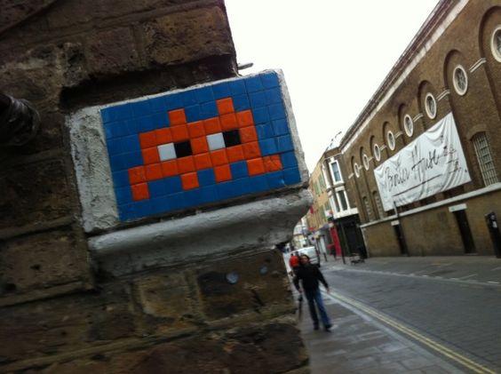 space-invader-street-art-35_580xh.jpg (580×433)