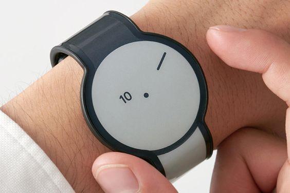 Sonys irre Uhr mit E-Paper-Armband steht bereit ⊂·⊃ CURVED.de