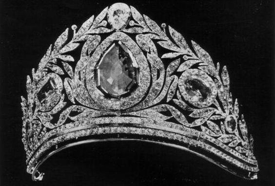 Russia on pinterest for Tiara di diamanti