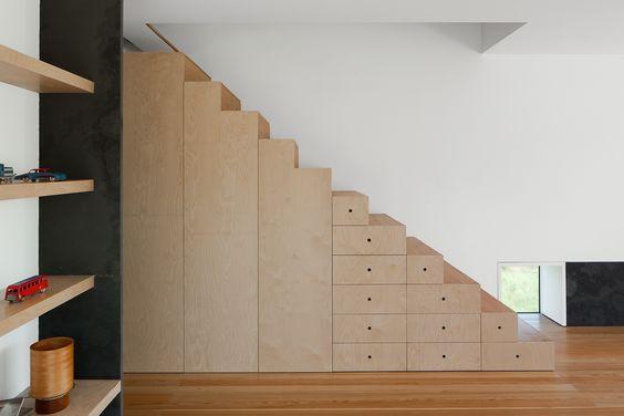 Staircase. Fonte Boa House by João Mendes Ribeiro Arquitecto, Lda. Photo by José Campos.