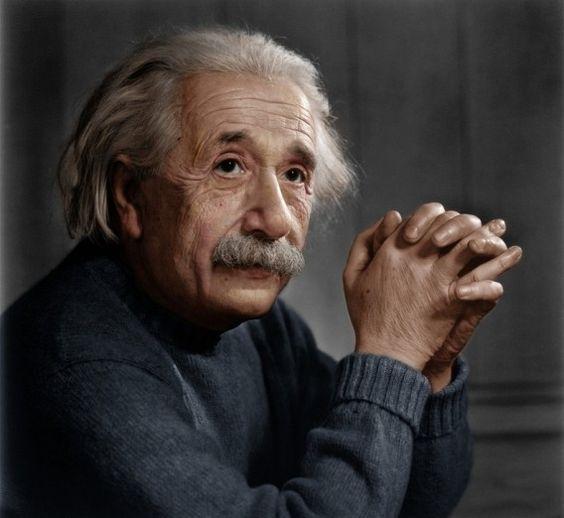 カラーバージョンの肘をついているアルベルト・アインシュタインの壁紙・画像