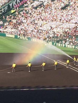 虹のかかるかっこいい甲子園球場・高校球児